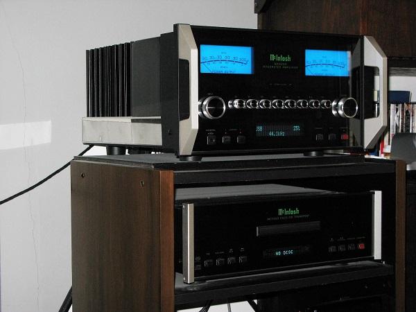 Audiocadabra-Optimus4-Elite-Solid-Copper-USB-Cable—In-Use